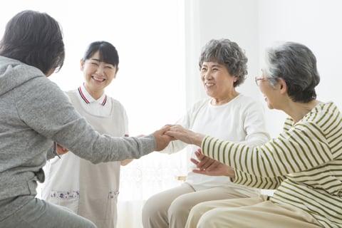認知症の介護負担を緩和する、認知症対応型通所介護のメリットとは