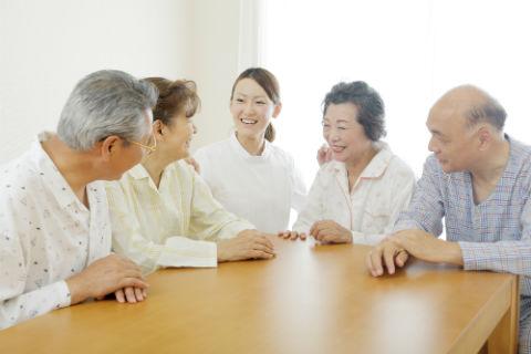 グループホームは地域の認知症ケアの拠点 ― 認知症カフェ、共用型デイサービスで地域の認知症の方とそのご家族をサポート
